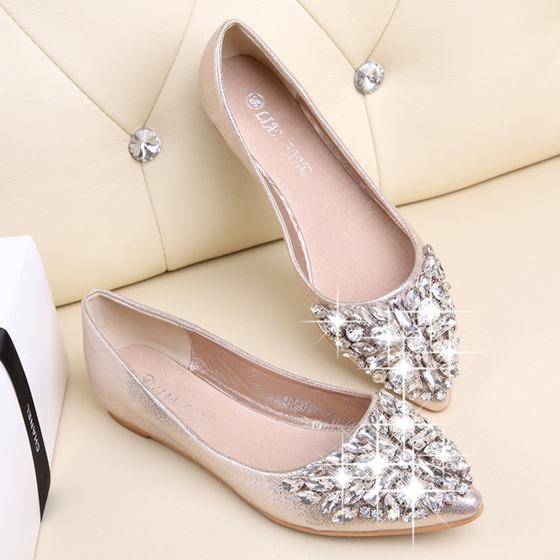 2019 Spring Women Flat Shoes Shiny Crystal Ballet Shoes Pointy Bling Rhinestone Flats Pink Silver Casual Shoes Women Footwear