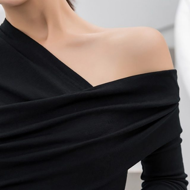 TWOTWINSTYLE Sexy Off Shoulder Asymmetric Women's T-shirts Tops Female Slim Long Sleeve Fashion Black Tshirt Autumn 2018